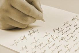 mão-escrevendo-carta